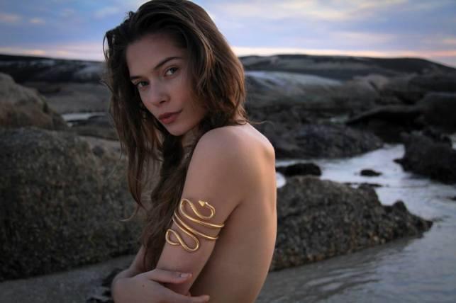 Cleopatra cuff, model Anya