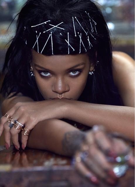 Rihanna-W-11